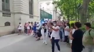 French police sidein with the people