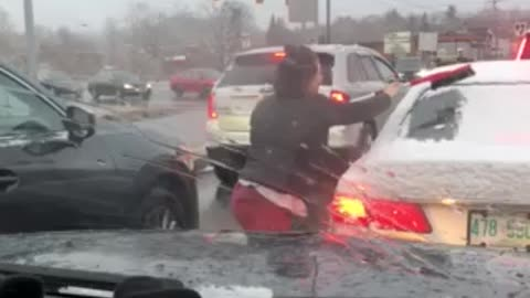 Driver stopped in traffic jumps out to clean stranger's windshield