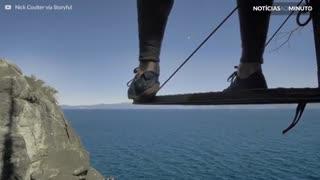 Atleta dá salto Incrível para a água na Serra Nevada