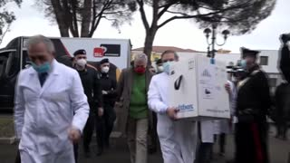 Las primeras casi 10.000 vacunas ya han llegado a Italia