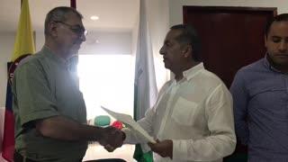 William Dau recibe credencial