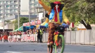 Barranquilleros rinden tributo a tradición del Carnaval con la Gran Parada