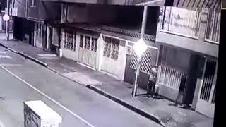 Ladrones fueron robados por otros atracadores en moto