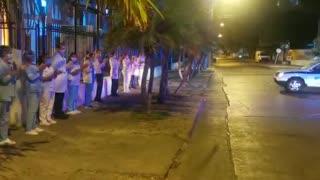 Policía rinde homenaje médicos de Cartagena