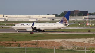 United Airlines Boeing 737-800 St.Louis to Chicago