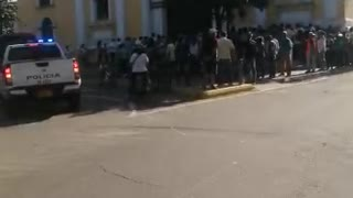 Video: Cientos de personas se aglomeran en el Centro de Bucaramanga por entrega de ayudas