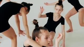 Girls Dancingthe dancing girls