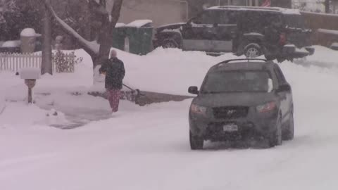 Heavy snow makes it difficult for driving in Colorado Springs, CO