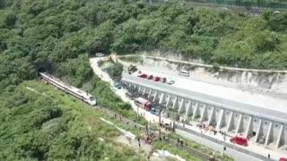Video: Accidente de tren en Taiwán deja al menos 48 muertos y 66 heridos 2