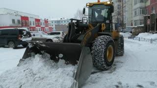 Technique cleans snow.