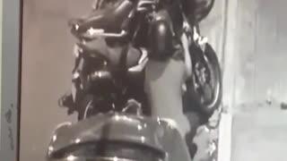 Video registró cómo se roban una motocicleta en Bucaramanga