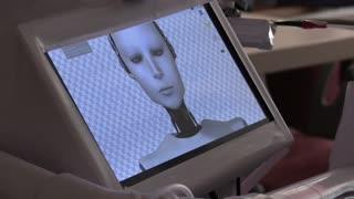 El robot egipcio Cira V 02 lucha contra la COVID-19