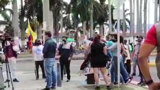 Manifestantes arremetieron contra medios de comunicación en Bucaramanga