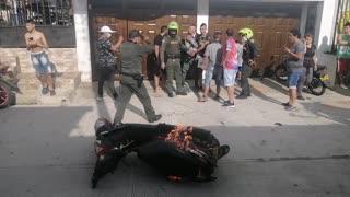 En Floridablanca le prendieron fuego a la moto de dos presuntos delincuentes