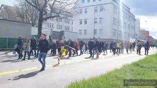 El valiente pueblo de Stuttgart Alemania el 3 de abril contra la dictadura mundial