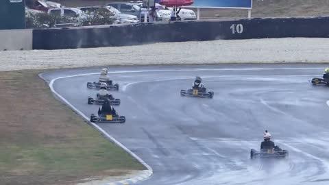 2013 V8 F1 Car vs Yamaha R1M Superbike