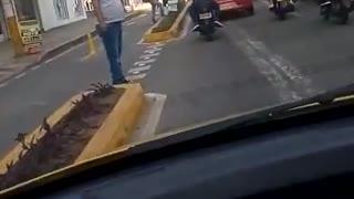 'Taxi-camión' fue registrado por las calles de Bucaramanga