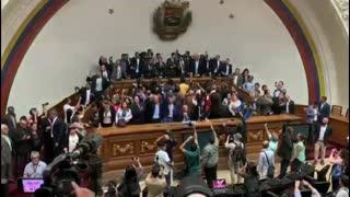 Oposición vuelve a investir a Juan Guaidó como presidente interino de Venezuela