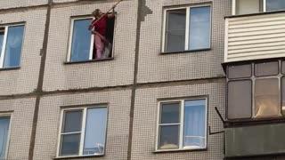 Woman Rescues Kitten Stuck in Window