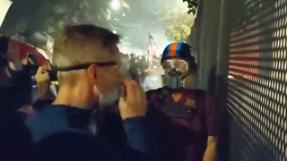 Portland mayor heads to courthouse, gets ridiculed by protesters, tear gassed by feds
