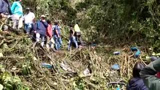 Reportan cinco personas fallecidas por accidente de bus intermunicipal en Santander