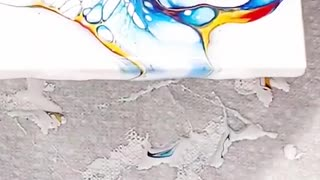Creative DIY simply works out a fluid painting