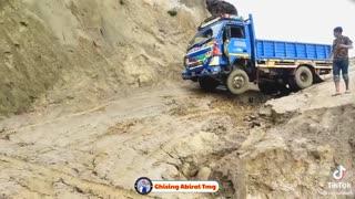 truck drivers vs dangerous road