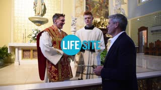 LifeSiteNews delivers 90,000 petition signatures to Father Altman