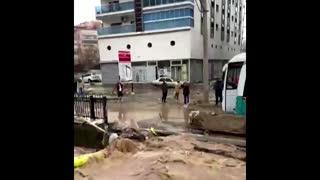 Deadly flash floods hit northwestern Turkey