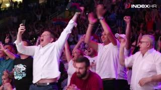 Pogledajte reakciju publike u trenutku knock outa