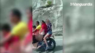 ¡Cuatro en una moto!, video registró imprudencia en la vía Bucaramanga - Barrancabermeja