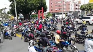Video: Motociclistas protestan en Bucaramanga contra la plataforma de la AMB