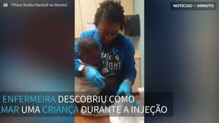 Enfermeira acalma criança durante injeção... dando-lhe 5 dólares!
