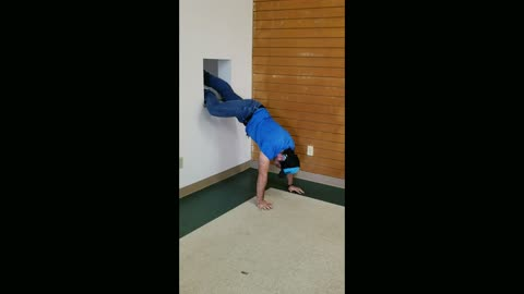 Guy Escapes Locked Room Thu Vent System