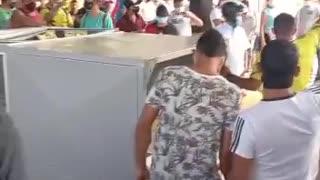 Video: Comunidad de Rionegro destruyó el peaje