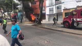 Video: Vehículo ardió en llamas en Bucaramanga
