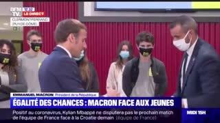 Le masque étouffe les gens ! C'est Macron qui le dit !