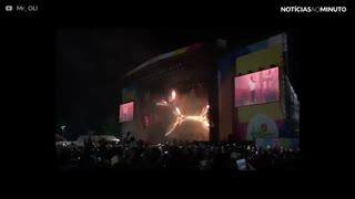Jay-Z faz tributo a Chester Bennington durante show em Londres