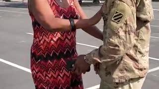 Soldier surprises mom
