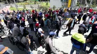 Colombianos protestan en medio de la cuarentena para pedir comida o poder trabajar