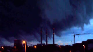 Eerie footage of approaching storm clouds