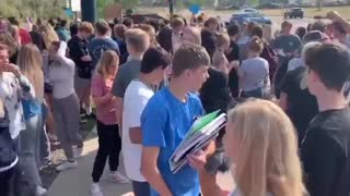 STUDENTS WALKED OUT FROM SCHOOL BECAUSE OF MASK MANDATE