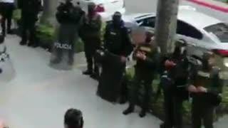 Policía de Bucaramanga realiza un homenaje a las enfermeras en su día