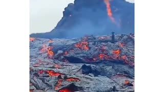would you stand this close to lava?😲