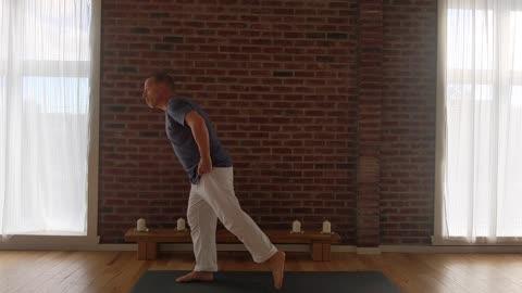 Hatha with Harry - Beginner's yoga 7.1: Virabhadrasana Ekam (Warrior I)