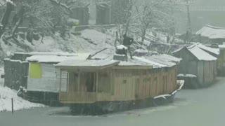 Indian Kashmir turns into winter wonderland