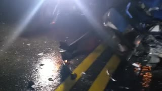 Casi se matan contra un camión en la vía Bucaramanga - San Gil