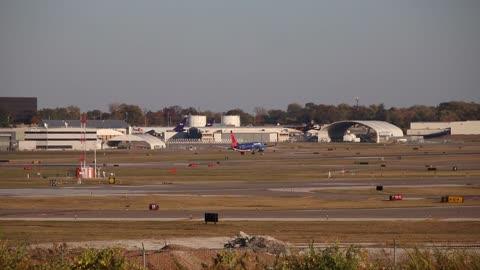Sun Country Airlines Boeing 737-800 (twin-jet) landing at St. Louis Lambert Intl