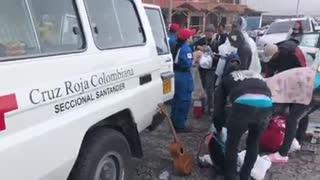 Video de la Cruz Roja atendiendo venezolanos en la vía a Bucaramanga