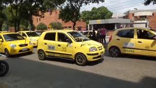 Protesta de taxistas por asesinato de conductor en Bucaramanga